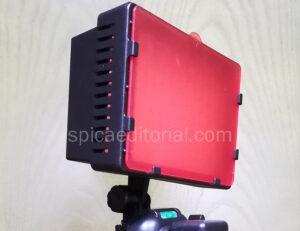 Foco LED Neewer con dos filtros de color de luz, ideal para grabar vídeos con el móvil.
